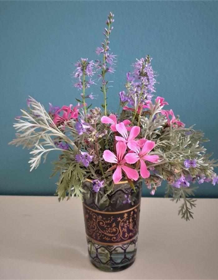 bouquet armoise , nepetas, veroniques, geranium lierre